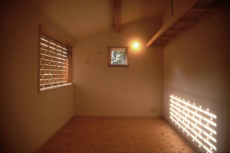 高嶺下住宅: 風建築工房が手掛けた子供部屋です。