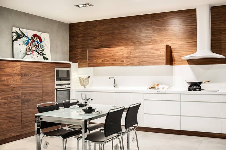 Cocina de Exposicion:  de estilo  de Studio cocina, Moderno