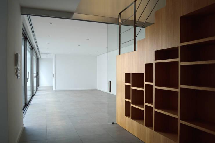 VIVIENDA UNIFAMILIAR EN ALMANSA: Comedores de estilo minimalista de MBVB Arquitectos