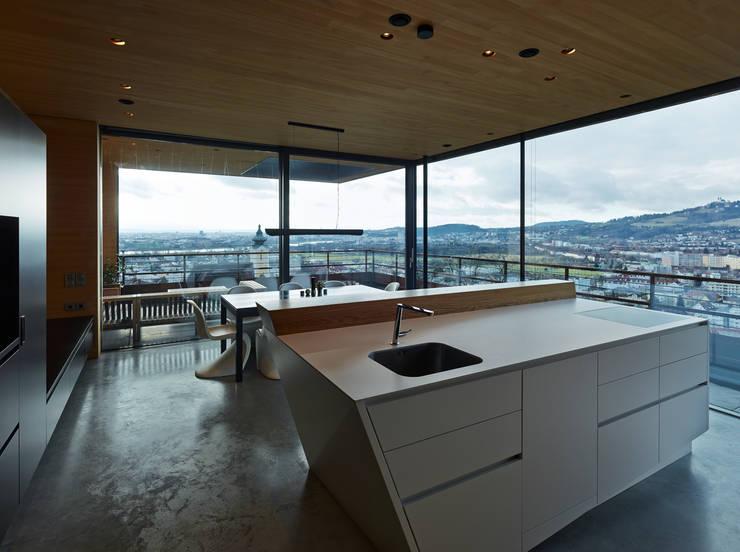 Kitchen by HAMMERER ztgmbh . architekten