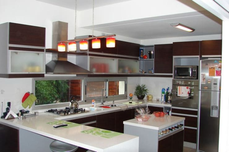 modern Kitchen by Family Houses
