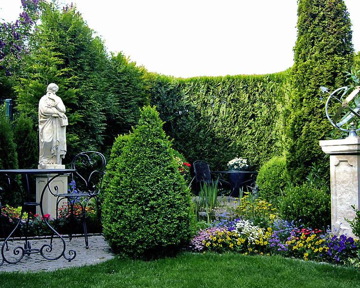 Kundenstory: Skulpturen als Blickfang: klassischer Garten von Gartentraum.de - Werner und Klopfleisch OHG