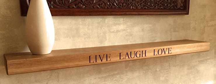 Oak Floating Shelf:  Living room by House of Carvings,