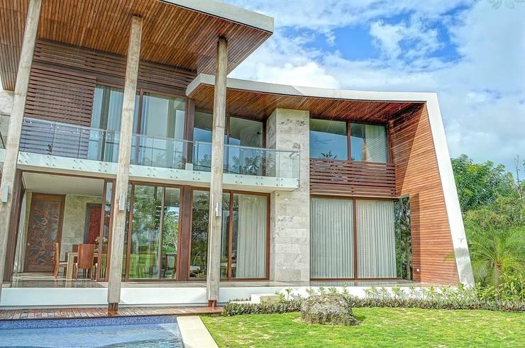 Дома в . Автор – Ancona + Ancona Arquitectos, Тропический