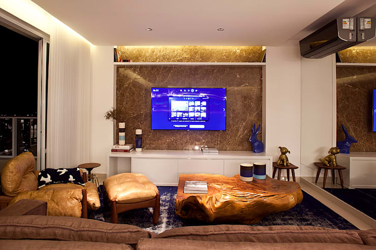TV with art: Sala de estar  por STUDIO ANDRE LENZA