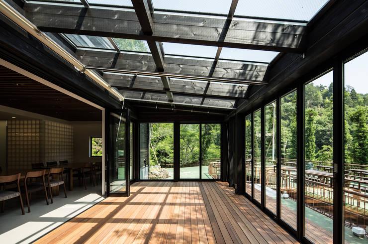 サンルーム: 一級建築士事務所シンクスタジオが手掛けたです。