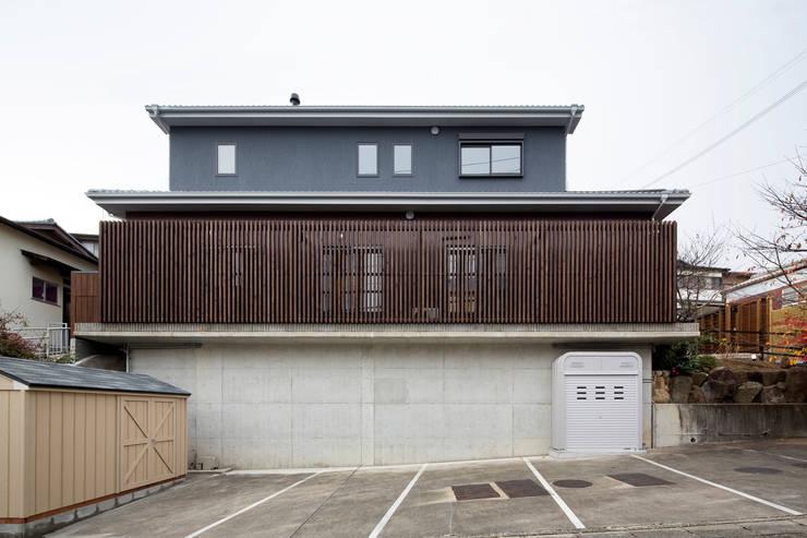 外観: 一級建築士事務所シンクスタジオが手掛けた家です。,