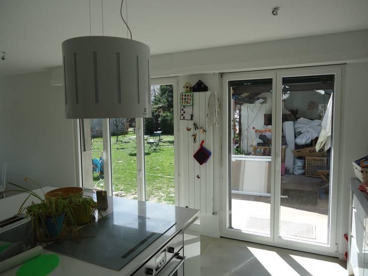 Vue depuis l'espace à vivre existant: Salle à manger de style de style Moderne par ELEMENT 9