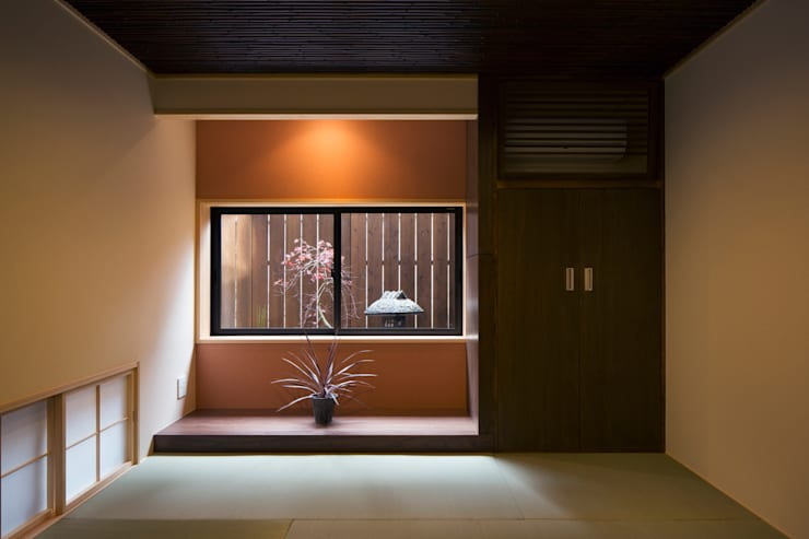 1階和室: 一級建築士事務所シンクスタジオが手掛けた和室です。,
