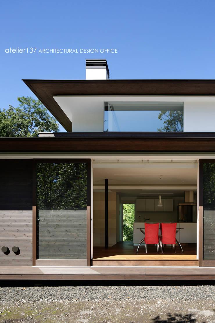 024軽井沢Hさんの家: atelier137 ARCHITECTURAL DESIGN OFFICEが手掛けたダイニングです。