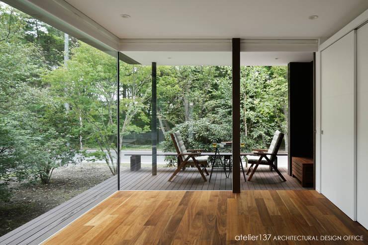 客廳 by atelier137 ARCHITECTURAL DESIGN OFFICE