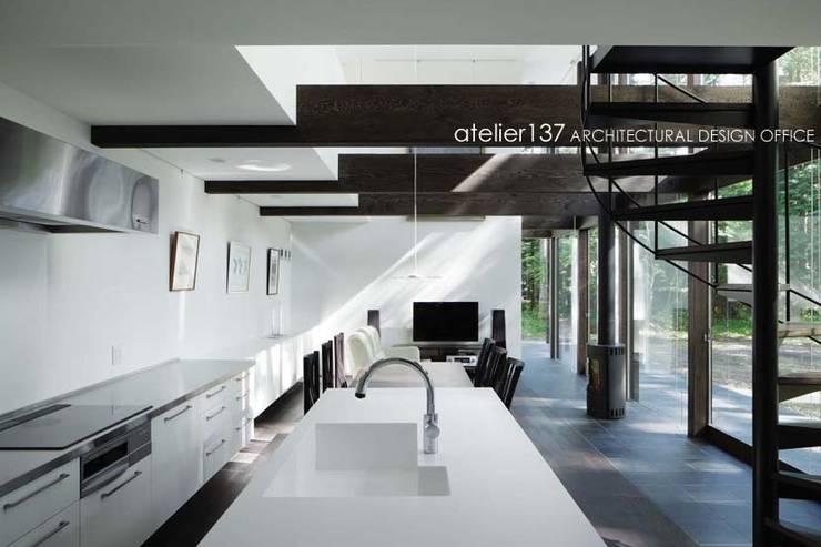 キッチン: atelier137 ARCHITECTURAL DESIGN OFFICEが手掛けたキッチンです。