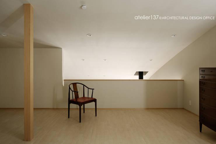 atelier137 ARCHITECTURAL DESIGN OFFICE의  침실