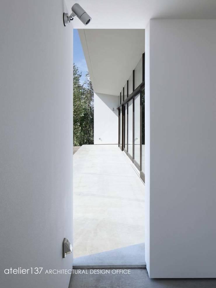 テラス~016小諸 I さんの家: atelier137 ARCHITECTURAL DESIGN OFFICEが手掛けたテラス・ベランダです。