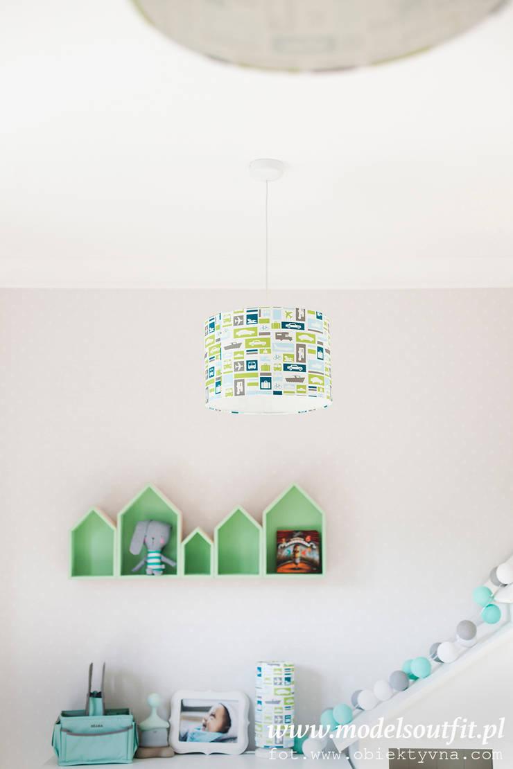 de estilo  por LAMPS&COMPANY, Moderno