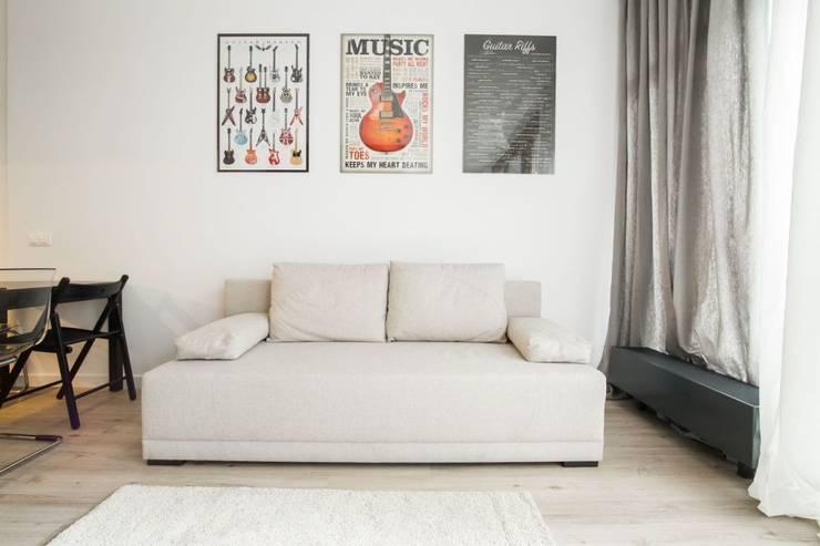 projekt kawalerki  pod wynajem - wg www.gackowska.pl: styl , w kategorii Salon zaprojektowany przez GACKOWSKA DESIGN
