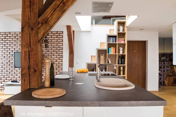 poddasze na Powiślu - wg www.gackowska.pl: styl , w kategorii Kuchnia zaprojektowany przez GACKOWSKA DESIGN,