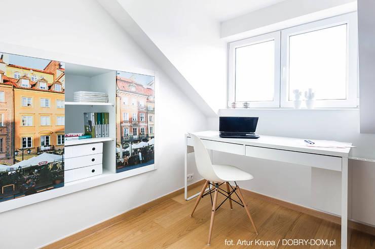poddasze na Powiślu - wg www.gackowska.pl: styl , w kategorii Domowe biuro i gabinet zaprojektowany przez GACKOWSKA DESIGN,