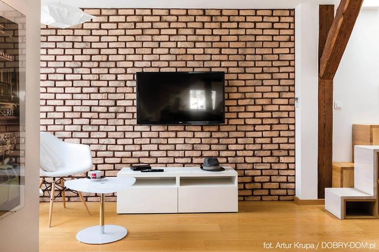 poddasze na Powiślu - wg www.gackowska.pl: styl , w kategorii Salon zaprojektowany przez GACKOWSKA DESIGN
