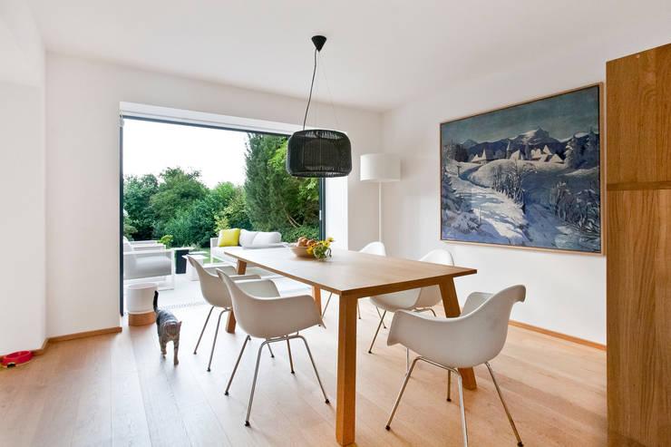 Dining room by Sue Architekten ZT GmbH