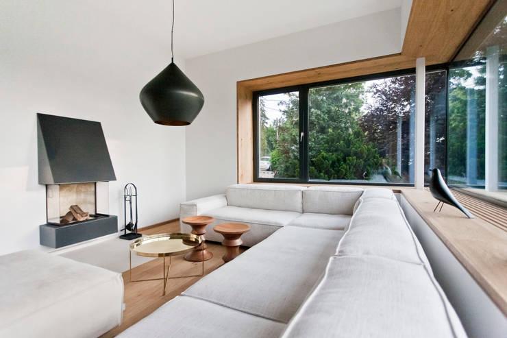 Living room by Sue Architekten ZT GmbH