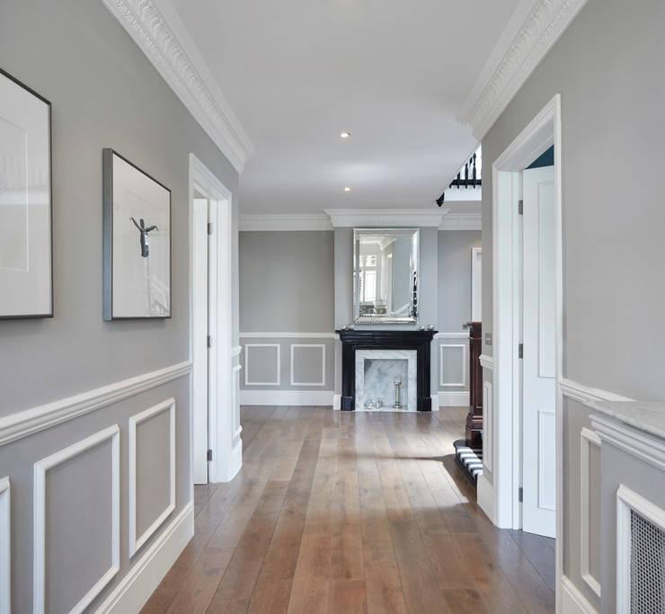 London Art de Vivre:  Corridor & hallway by Sophie Nguyen Architects Ltd