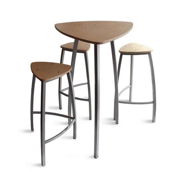 Ensemble table tabourets Delta: Cuisine de style  par Arielle D Collection Maison
