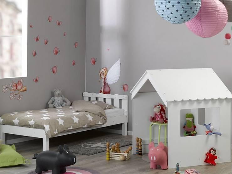 Stanza dei bambini in stile in stile Moderno di www.monpetit-kinderzimmer.de