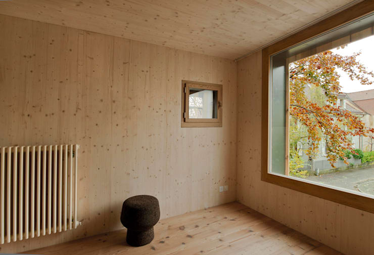 House with a Tree:  Wohnzimmer von Sauter von Moos