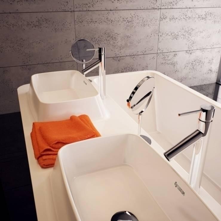 Łazienka w stylu minimalistycznym od LUXUM: styl , w kategorii Łazienka zaprojektowany przez Luxum,Minimalistyczny