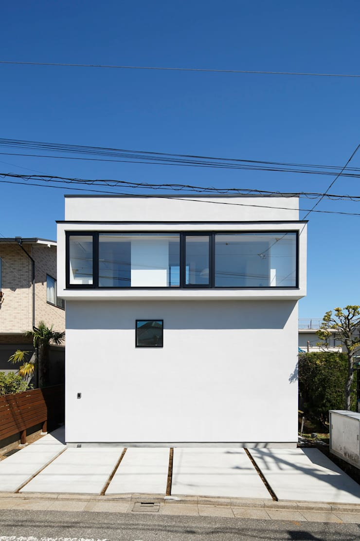外観  連窓: 向山建築設計事務所が手掛けた家です。,モダン
