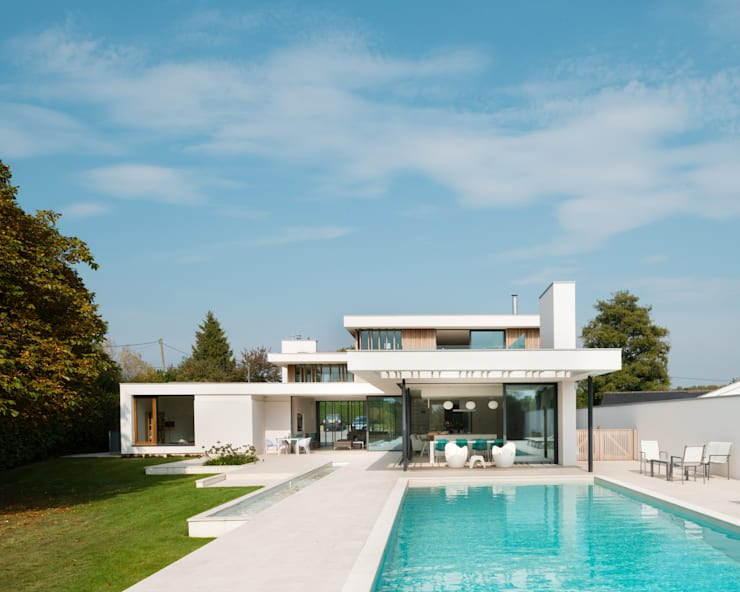 River House - External view from the garden: modern Houses by Selencky///Parsons