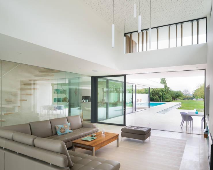 River House - Internal view of living room: modern Living room by Selencky///Parsons