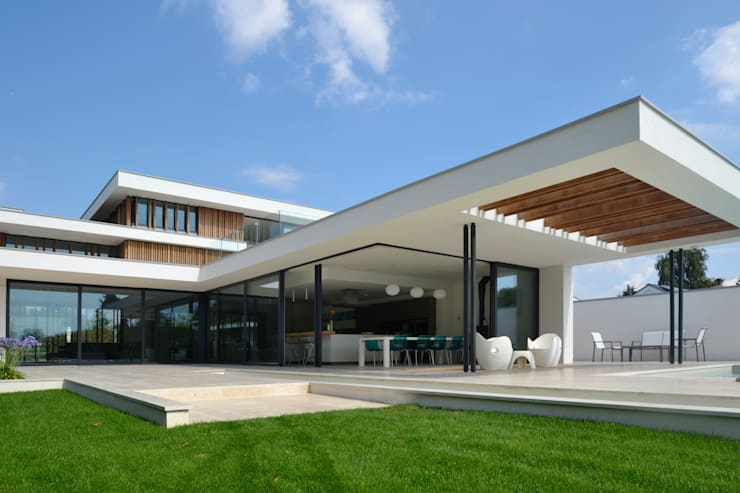 River House - External view of kitchen and canopy from garden: modern Houses by Selencky///Parsons