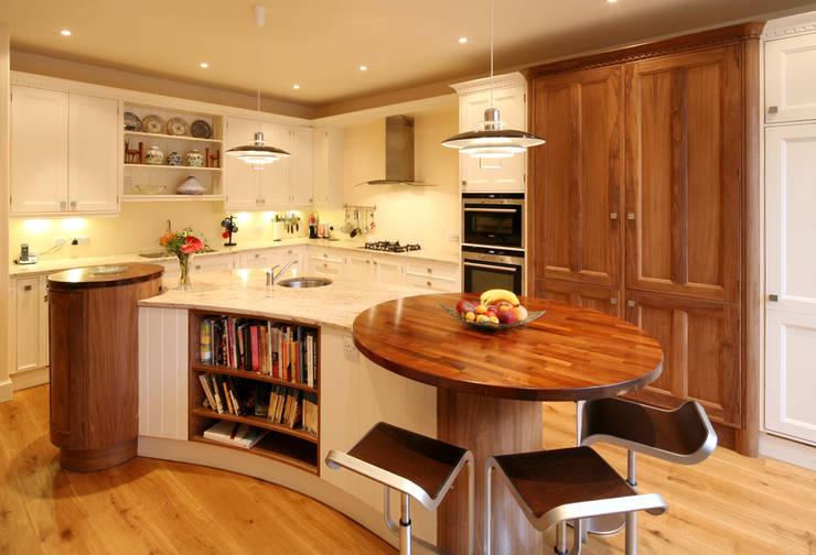 Athol Crescent Kitchen:  Kitchen by Stange Kraft Ltd
