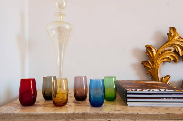 Camera d'oro - Dettaglio vetri colorati: Camera da letto in stile in stile Eclettico di Bianca Coggi Architetto