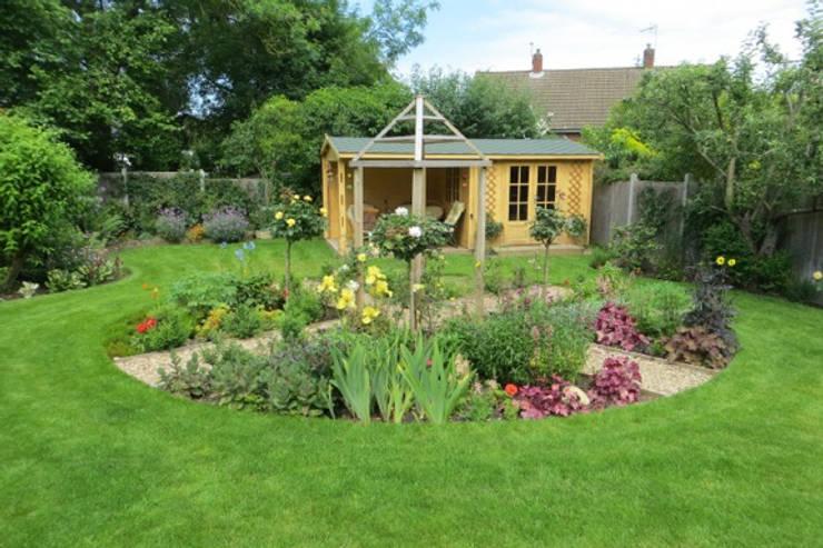 Mote Avenue, Maidstone:  Garden by Cowen Garden Design