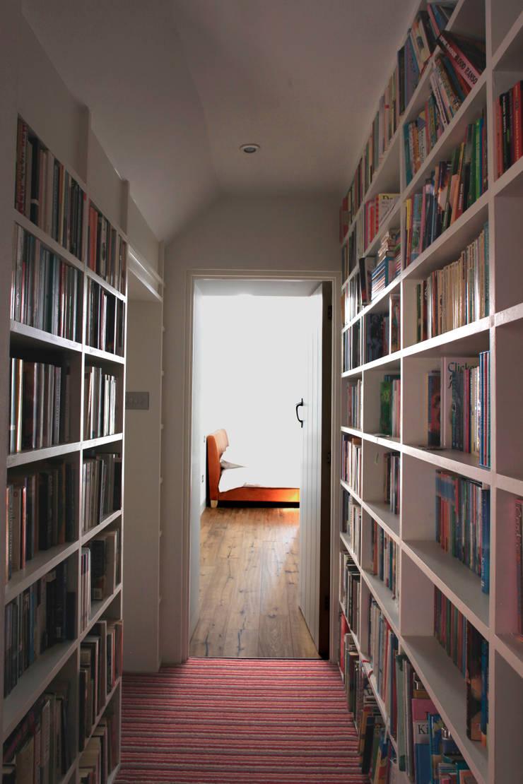 Flur & Diele von Hall + Bednarczyk Architects, Modern