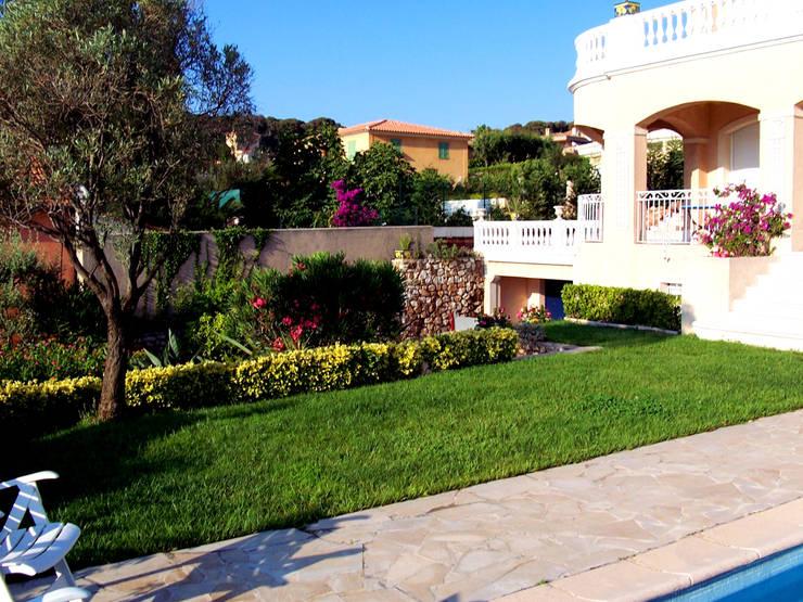 Jardines de estilo  por italiagiardini