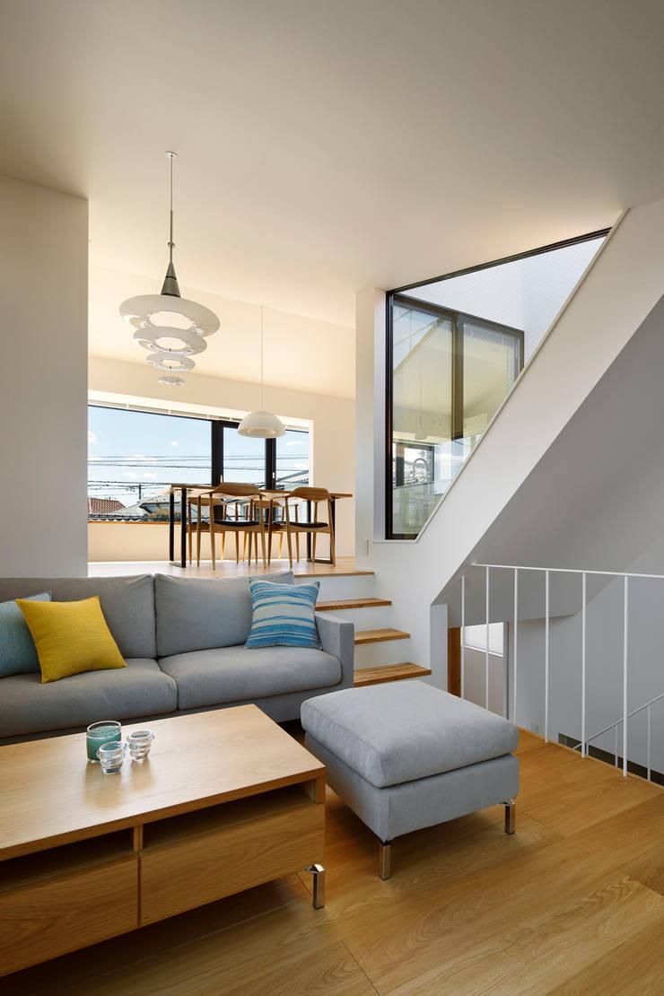 東玉川の家: 向山建築設計事務所が手掛けたリビングです。,モダン 鉄/鋼