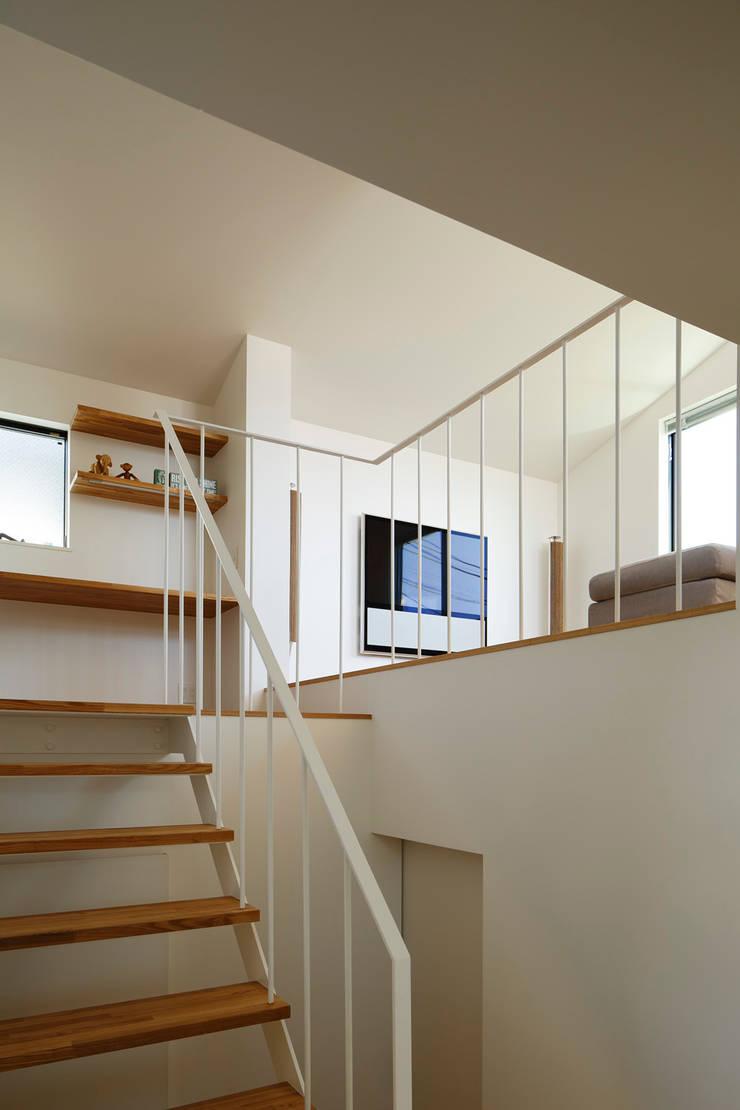 東玉川の家: 向山建築設計事務所が手掛けた廊下 & 玄関です。,モダン 鉄/鋼