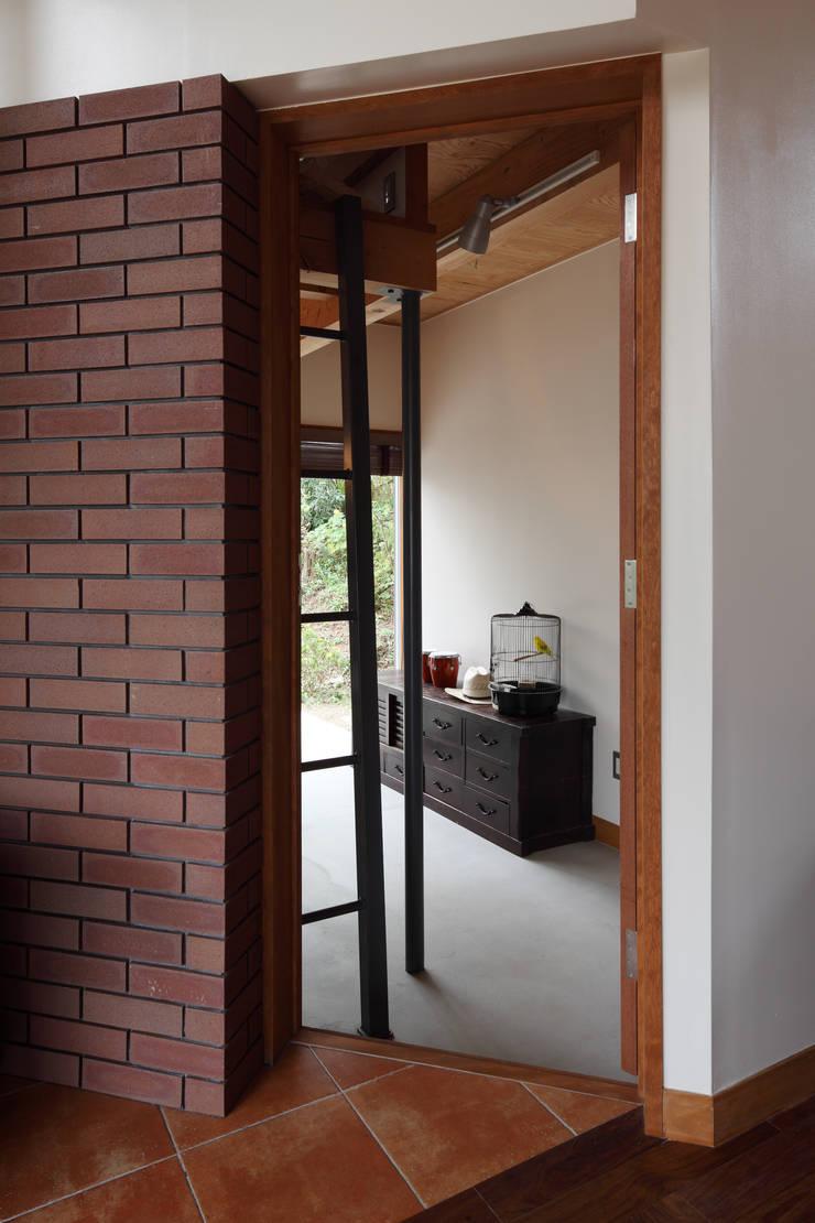 日高の家: TAMAI ATELIERが手掛けた書斎です。,モダン