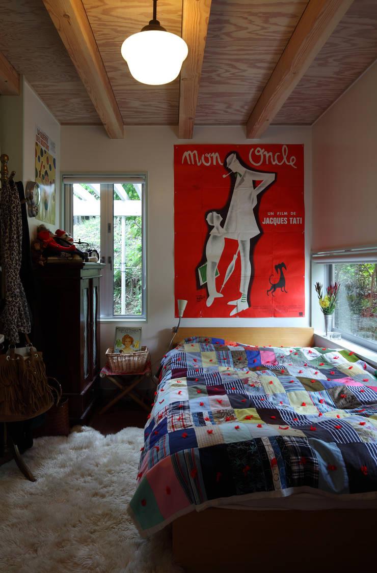 日高の家: TAMAI ATELIERが手掛けた寝室です。,モダン