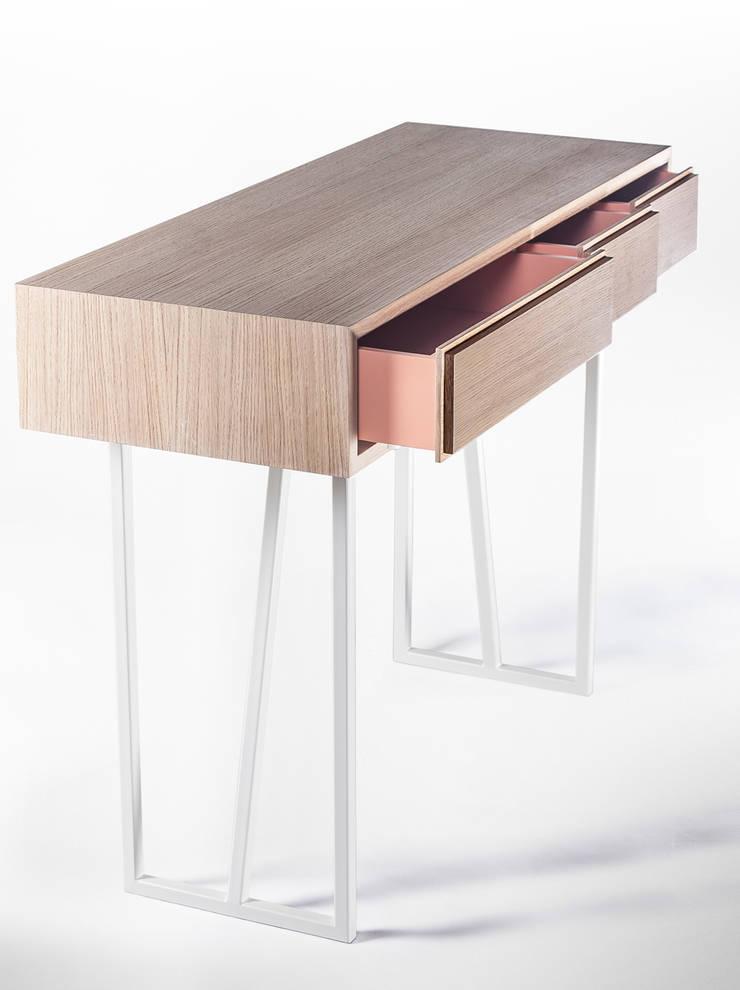 Biurko: styl , w kategorii Domowe biuro i gabinet zaprojektowany przez Rzeczy Same