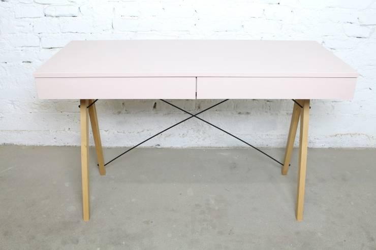 Biurko Basic Minko: styl , w kategorii Domowe biuro i gabinet zaprojektowany przez Rzeczy Same