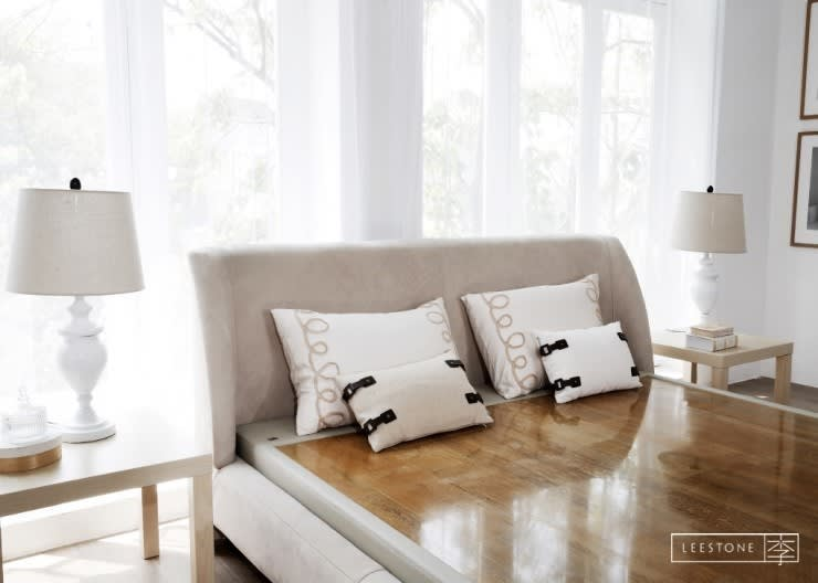 리스톤 인더스 골드 스톤 매트리스 & 카레나 침대: 리스톤의  침실
