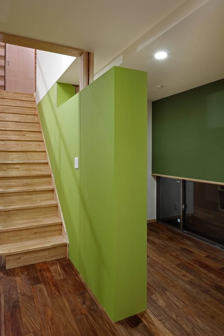 上野毛の家: TAMAI ATELIERが手掛けた廊下 & 玄関です。,モダン