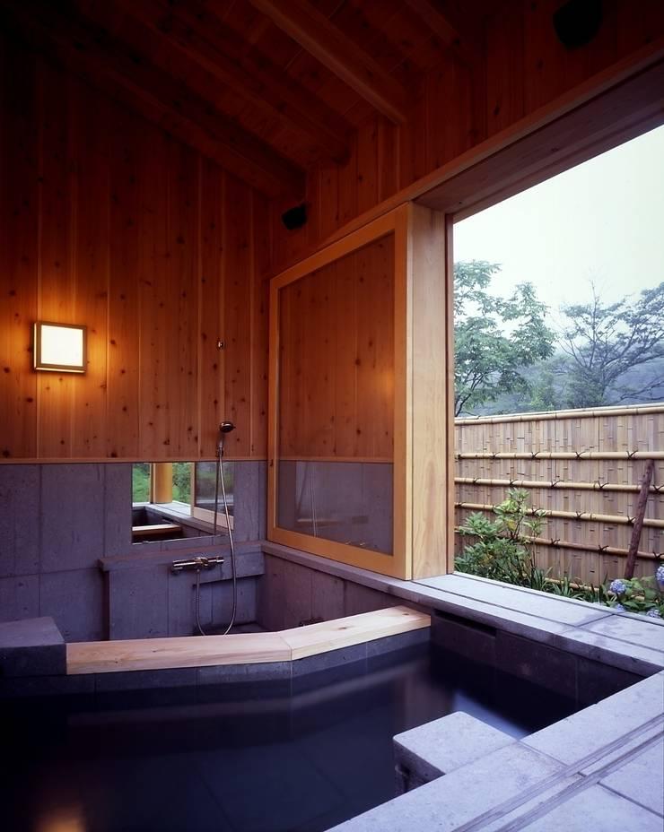 那須高原の家: TAMAI ATELIERが手掛けた浴室です。