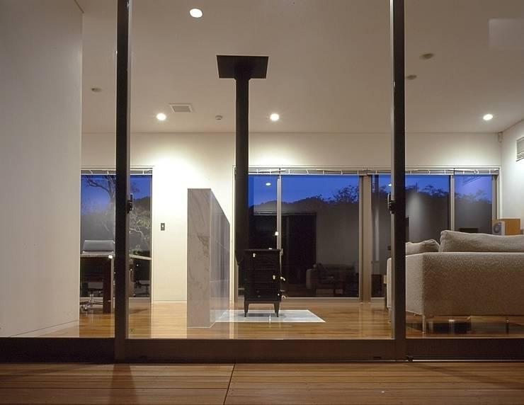 Living room by TAMAI ATELIER, Modern