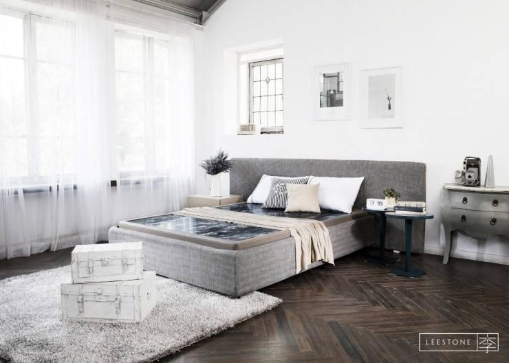 리스톤 운모석 스톤 매트리스 & 제네바 침대: 리스톤의  침실